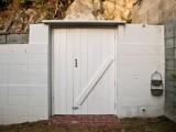 この扉を開けた先に洞窟が待っている!