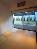 琉球畳を使ったモダンな和室でくつろぎながらのお茶会もまた一興。