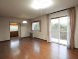 家具の配置で思いのままにアレンジできるシンプルな長方形のリビング・ダイニング。