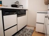 白を基調とした明るいキッチンは食洗機完備。