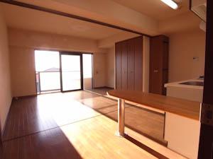 廊下から居室全体を望む。日当たりの良さが抜群!