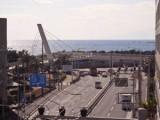 ベランダから右手に目をやるとと浜須賀交差点と海が一望できる。