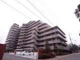 穏やかな空気の流れる湘南ライフタウンにそびえる。
