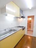 リビングからキッチン、洗面所が一直線になっていて家事動線もバッチリ。
