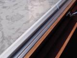 踏切が近いけれどペアガラス使用で騒音を軽減。