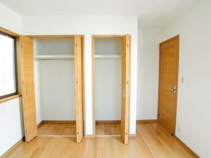 3階の洋室にはクローゼットと収納が個別に設けられている。