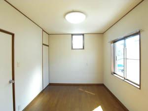 2階の洋室はシンプルなつくり。