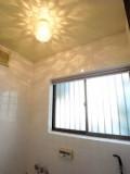 天井や壁に映る光がファンタスティック。