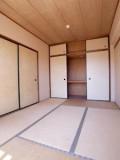 南向きで明るい印象の和室は、天袋がついて収納力抜群。