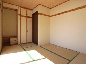 変形タイプのこちらはイマドキの和室と呼ぶのがピッタリ。