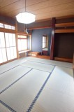 真新しい畳がまぶしい10畳の和室。