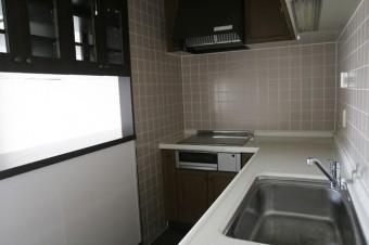 L字型で作業スペースが広々とれるキッチン