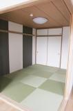 6帖和室は、個性的な琉球畳