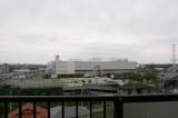 バルコニーから見た、徒歩4分の商業施設