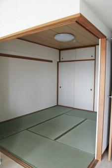 リビングと段差なしで隣接する6.2帖の和室