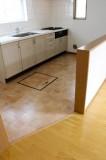 空間のメリハリには、床材の変化も一役買っている。