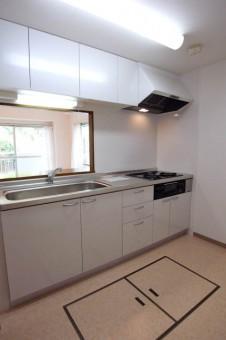 床下収納がふたつあるキッチン。