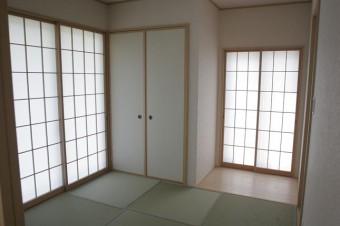 正方形の畳がおしゃれな5.2帖和室