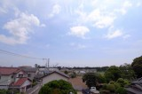 広々とした空を眺めてにんまり。