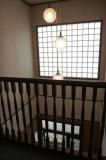 階段おどり場から見える玄関の吹き抜け