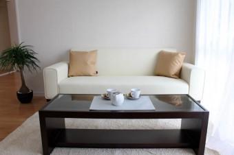 大きめのローテーブルは何かと便利。