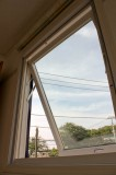 機密性・断熱性に優れた滑り出し窓採用。