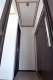 ドアはダークブラウンで全体をほどよく引き締め。