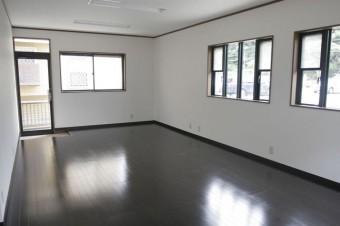 事務所利用向けな16.75畳洋室