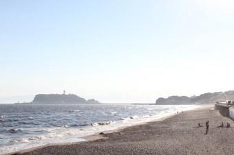七里ガ浜のビーチは、これぞ湘南!な風景。