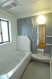 バスルームはモダンな印象。