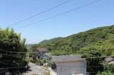 左手には竹林も見えて自然豊かな環境。