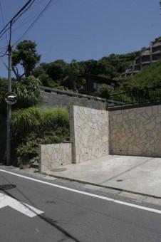 A区画の駐車スペースと階段