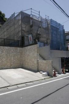 B区画の駐車スペースと階段