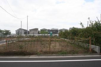 生け垣の奥側3宅地分の売地