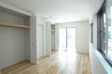 こちらが将来2室にすることも可能な洋室。
