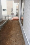 玄関横、リビングから出られる庭