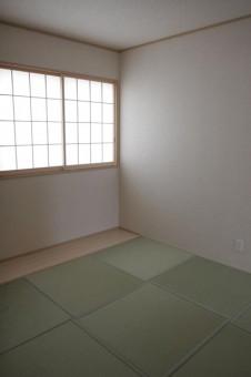 余白が板敷きの5.2帖和室
