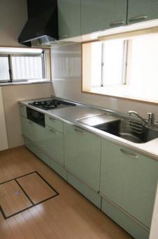 床下収納付きシステムキッチン