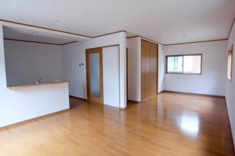 奥のスペースは将来仕切って個室として使っても。