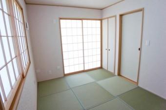 琉球畳でモダンな和室。