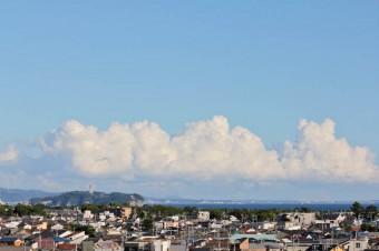 別の部屋からは江ノ島と相模湾が。