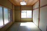 ちょっぴり懐かしい印象の和室。
