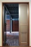 ドッグスペース。ドアにはちゃんとワンちゃん用の出入口もついている。