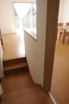 左右二股に分かれている階段おどり場