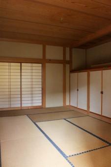 8帖の和室。隣には10帖和室も。