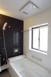 バスルームも同一のカラーリングで。