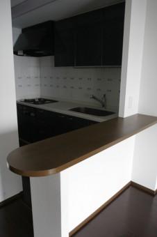 キッチンと直角に付いたカウンター