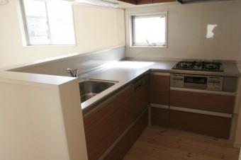 L字型で調理スペースゆったりのキッチン