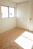 玄関横の6.5帖洋室