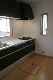 浄水器、床下収納付きのシステムキッチン